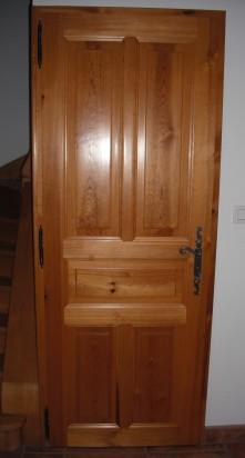 Porte à panneaux en bois de pin