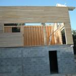Soubassement béton avec mur en bois